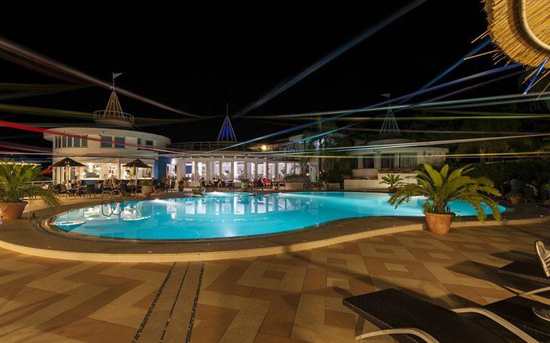 servizio-fotografico-Hotel-Stromboli-piscina-aperto-notte